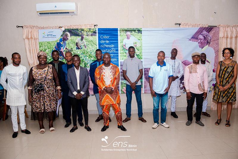 Les candidats du concours entreprendre pour le changement, La Directrice Générale et le formateur